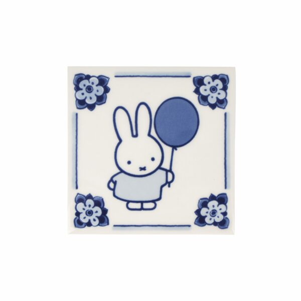 Tile miffy with balloon