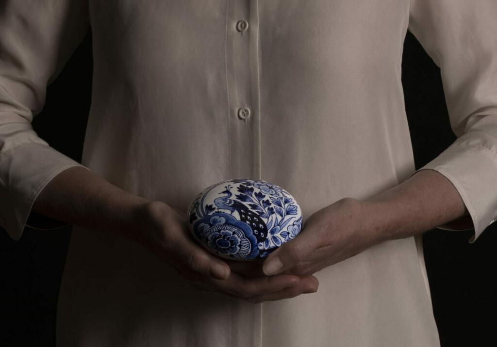 Memento Blue pebbles in handen